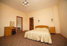 Спальня в номере 3-комнатный ЛЮКС в корпусе 9